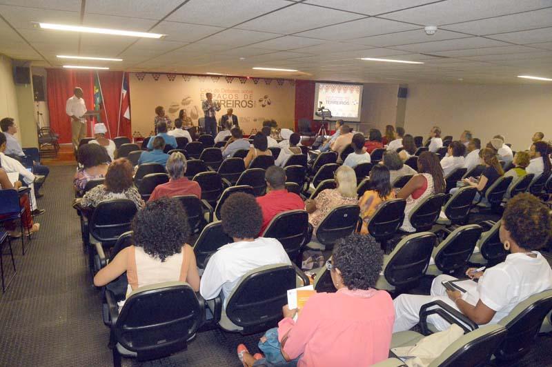 Ciclo de Debates Sobre Espaços de Terreiros 2014 - ft. Lazaro Menezes (17)