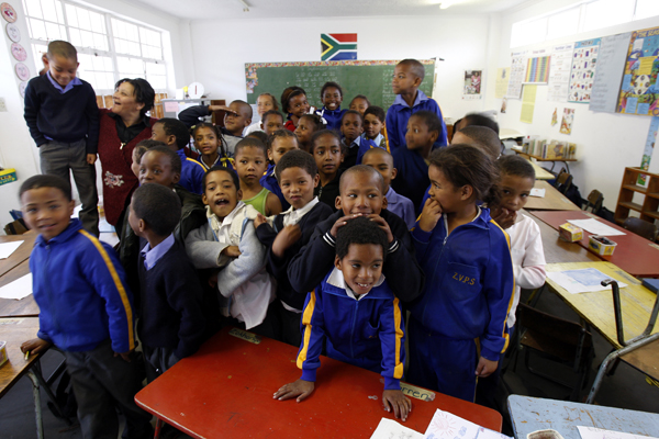 MUA AND FRIENDS VISIT SOUTH AFRICAN SCHOOL CHILDREN!